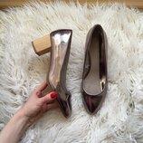 Стильные серебристые туфли на деревянном толстом каблуке