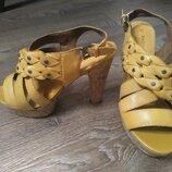 Женские кожаные босоножки 38 размер marco tozzi