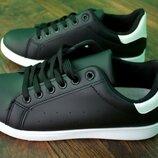Женские кроссовки чёрные с белым