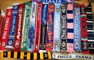 Фирменние футбольний шарфи шарф.