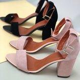 Женские босоножки на каблуке с острым носком