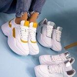 Женские кроссовки, три цвета