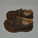 Новые кроссовки Clarks 13.5 см 21-22 размер кожа широкая ножка