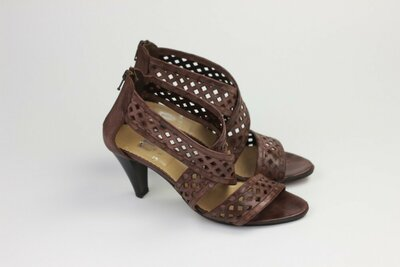 Фирменные кожаные босоножки ручной работы G.K.Mayer