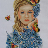 Картина девушка-весна вышита мелким крестиком
