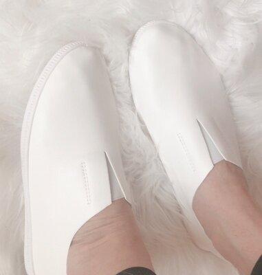 Акция Женские кожаные легкие мокасины белые , чёрные