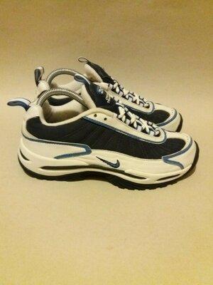 Nike. Фирменные кожаные кроссовки