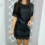 Платье с эко кожи с кружевом