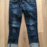 Отличные итальянские джинсы с замочками по бокам брючин р-р S