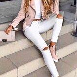 Модные джинсы с порезами «Скинни»