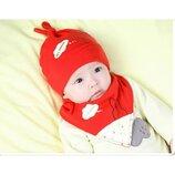 Детский комплект красная шапка и хомут-манишка