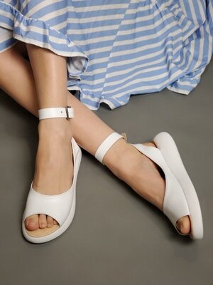 Женские белые натуральные кожаные босоножки сандали с ремешком из натуральной кожи кожа