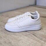 Новинка Белые стильные кроссовки