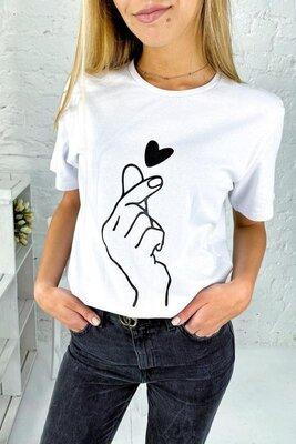 Актуальные футболки в минималистичный принт