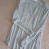 Блузка рубашка цвета мяты с при собранным плечом вышивкой размер10-12 m&s