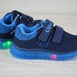 Кроссовки со светящейся подошвой малышам