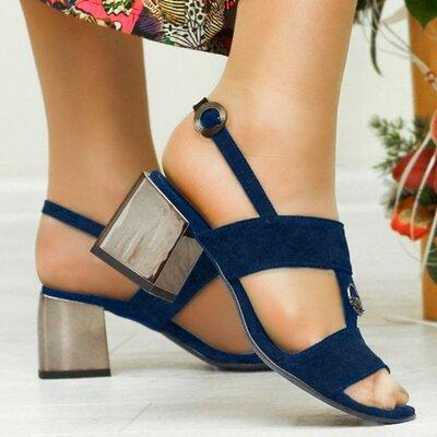 Женские синие натуральные замшевые босоножки на среднем каблуке серебро из натуральной замши замша