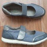 Туфли с застёжкой. р.39.бренд.