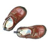 Clarks. Шикарные мягкие кожанные туфельки на липучках. 5.5 р-р.