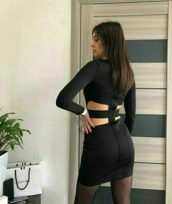Чёрное нереальное платье с красивой спиной