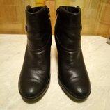 Ботиночки деми кожаные фирмы Clarks р.6 стелька 26см