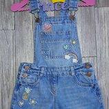 Классный джинсовый комбинезон с нашивками 5-7лет