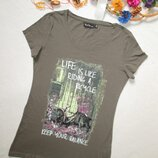 Суперовая хлопковая стильная футболка цвета хаки с рисунком и надписью Mar Colleсtion.