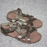 Золотистые босоножки сандалии на девочку Zara размер 33