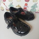 clarks. Кожаные лаковые туфельки для принцессы, 4 размер, 19-й , на 11,7 см