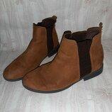 Коричневые деми ботинки на низком ходу с резинками вставками по бокам р.39