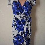Новое трикотажное платье на запах с принтом Per Una
