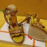 Стильные кожаные босоножки erisses на каблуку