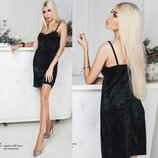 Короткое платье Чёрное из бархата с кружевной отделкой