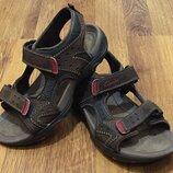 Кожаные босоножки, сандалии для мальчика Clarks. Размер 33, 21 см.