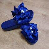 Женские шлепанцы с бантиком и бусинами синие