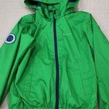6-8 л. Продам в идеальном состоянии, фирменную Quechua классную ветровку дождевик.