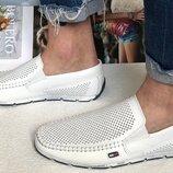 Мужские кожаные белые мокасины Tommy Hilfiger туфли перфорация очень удобные