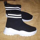 стильные ботинки на широкую тянутся стелька 27 вся высота от пола 20 ширина стельки 9 подошва в пятк