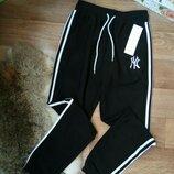 Комфортные укороченные спортивные брюки джоггеры штаны с лампасами