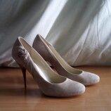 Пудровые замшевые туфли на каблуке 100% замша размер 39-40 renzoni