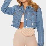 Голубая укороченная джинсовая куртка с необработанным краем PrettyLittleThing