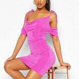 Boohoo. стильное платье с открытыми плечами uk 10 .новое.