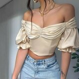 Женская укороченная блузка топ с рукавами-фонариками и открытыми плечами
