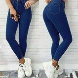 В наличии джинсы скинни синего цвета