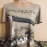 Фирменная футболка с принтом и надписями вискоза нюд беж Cecelia Classics.