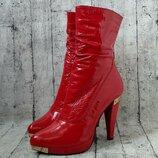 Яркие сапоги/ботинки бренда basic, 40р, натуральная лак кожа