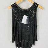 cерая футболка топ со звездами с вырезами по плечах bershka