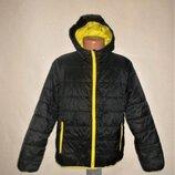 Красивая куртка с капюшоном рр. 128/134