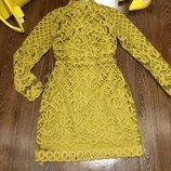 Красивое кружевное платье горчичного цвета фирмы missguided