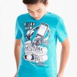 Голубая футболка с модным принтом